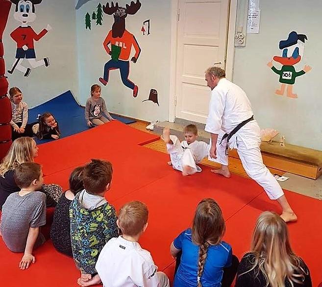 Aikido Brøttum besøker Ringsaker montessoriskole_foto fra Facebook